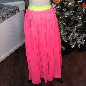 🎉 Neon pink skirt with a neon waist band